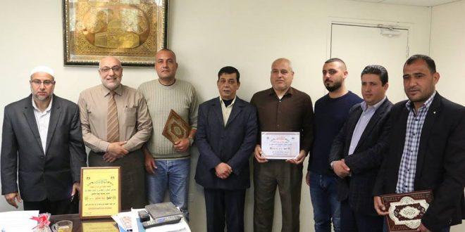 لجنة حي أبراج العودة تكرم رئيس البلدية