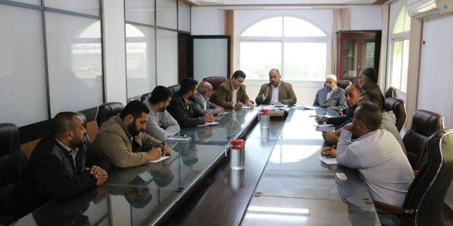 البلدية تناقش مشكلة أصحاب البيوت المهدمة في عزية بيت حانون