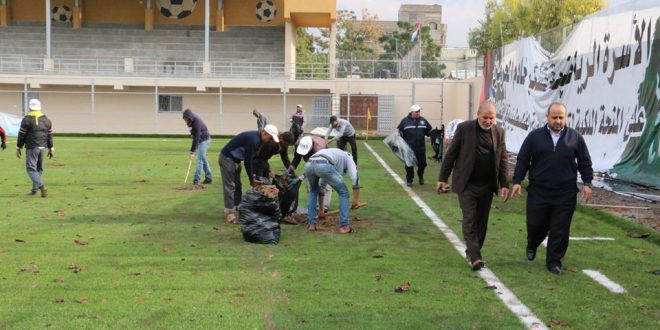 البلدية تستنفر طواقمها خلال العدوان الإسرائيلي الأخير على القطاع نائب رئيس البلدية يتفقد آثار الدمار التي لحقت بملعب بيت حانون البلدي